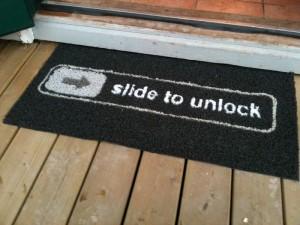 Slide to unlock - Beléphetsz! lábtörlő