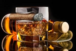Whiskyspohár szivartartóval