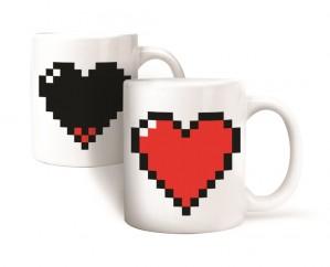 Pixel szívecskés bögre