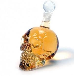 Koponya whiskey-s üveg